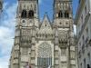 La parade devant la cathédrale Saint Gatien
